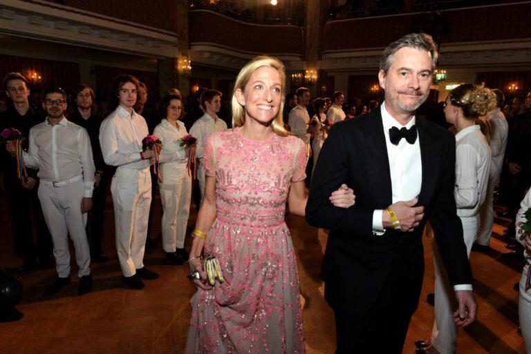 US-Botschafterin Alexa Wesner zieht in den Ballsaal ein © Manfred Sebek