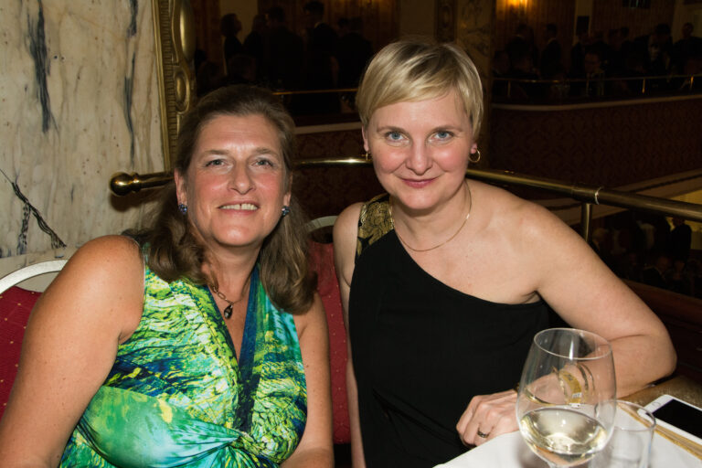 Ballgäste: Stadträtin Sandra Frauenberger und Bezirksvorsteherin Susanne Schaefer-Wiery © Klaus Peter Walser
