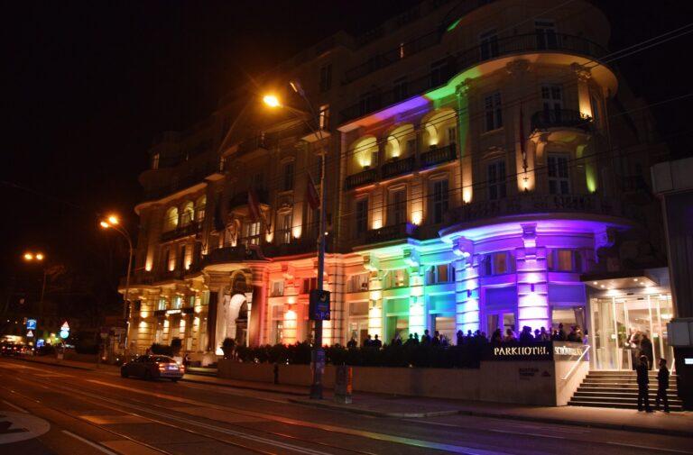 Parkhotel Schönbrunn in Regenbogenfarben